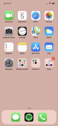 Discover recipes, home ideas, style inspiration and other ideas to try. Folder Organization, Phone Organization, Iphone Hacks, Iphone 11, Organize Phone Apps, Screensaver Iphone, Iphone App Layout, Homescreen, Wallpapers