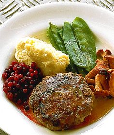 Meatballs is a staple food in many cultures. To many it is the ultimate comfort food. Meatloaf Burgers, How To Make Meatballs, Italian Meatballs, Food Staples, Venison, Meatball Recipes, Ground Beef, Mashed Potatoes, Favorite Recipes
