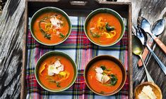 Creme de tomate com tortellini de ricotta e espinafres