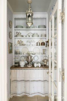 Cozinha Shabby Chic, Spanish Colonial Homes, Veranda Magazine, Sweet Home, White Elegance, Cocinas Kitchen, Butler Pantry, Spanish Style, Spanish Revival