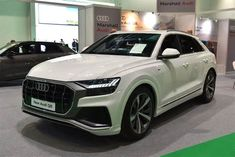 Audi's crossover assault on America is being led by a new vehicle, one that harkens back to the old Quattro days. The 2 dudes take the for a spin. New Audi R8, Audi Tt, Audi All Models, Audi R8 Black, Audi Dealership, Cars Uk, Audi Cars, Sport Bikes