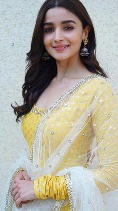 21 Alia Bhatt dresses that are perfect for millennial bridesmaids!   ShaadiSaga