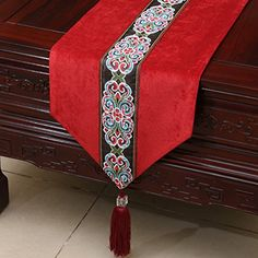 Lengthen Classic Patchwork Table Runners Dining Mats Luxury European American style Velvet Coffee Table Cloth for Wedding Party Eid Crafts, Ramadan Crafts, Easy Diy Crafts, Diy Arts And Crafts, Patchwork Table Runner, Quilted Table Runners, Coffee Table Cloth, Coffee Table Runner, Home Office Furniture Design