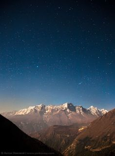 More information : http://utopiie.com/blog/2012/02/26/photo-du-week-21-stars-above-the-himalayas/