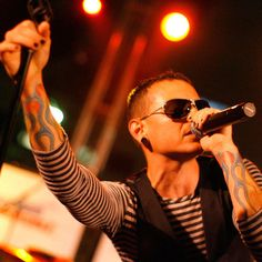 Beautiful Legend Chester Bennington ❤🤘 Your voice will always be home💙🎤🤘 Chester Bennington, Charles Bennington, Three Days Grace, Rise Against, Escape The Fate, Avenged Sevenfold, Us Air Force, Linkin Park Chester, Mike Shinoda