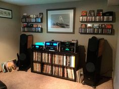 It's great to see a small listening room showcased for a change. Not all of us audiophiles live in HUGE houses!  From McIntosh Labs facebook page:  https://www.facebook.com/mcintoshlabs/photos/a.427011597574.216244.329223937574/10155484799237575/?type=3&theater