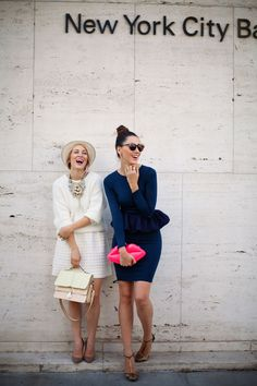 """Esta colección de bolsos llamada """"clutch Lips"""" de Lulu Guinness es tendencia por esta temporada en el mundo del """"sreet style"""". Un bolso con personalidad y que resalta en colores sobrios."""