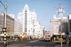 29 Beautiful Kodachrome Photos That Capture Street Scenes of Johannesburg, South Africa in the Late Johannesburg Skyline, Train Tour, New South, The Good Old Days, Countries Of The World, Aerial View, Live, South Africa, Landscape Photography