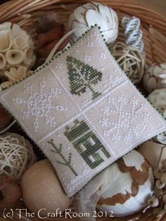 The Craft Room: Fresh Fallen Snow - Little House Needleworks. Just Cross Stitch Ornament Issue Light Mocha Belfast Linen. Threads Used: GAST Oatmeal, GAST Dried Thyme. Beads: Mill Hill Pine Green sewn all around it. Cross Stitch Christmas Ornaments, Xmas Cross Stitch, Just Cross Stitch, Cross Stitch Finishing, Christmas Embroidery, Christmas Cross, Cross Stitching, Cross Stitch Embroidery, Embroidery Patterns
