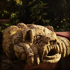 #patrimoineinattendu #JournéesDuPatrimoine #etod79_79 #etod79_unusual #etod79_stones Lion Sculpture, Album, Instagram, Card Book