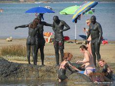 """Krk sziget- Lakossága halászattal, tengerészettel, hajóépítéssel, mezőgazdasággal és turizmussal foglalkozik. Jól ismert gazdag kulturális örökségéről, valamint katedrális komplexumáról. Krk nevű városa érdekes történelem és kulturális háttérrel bír. Krk szigetet szokás """"Arany sziget""""-nek is nevezni."""