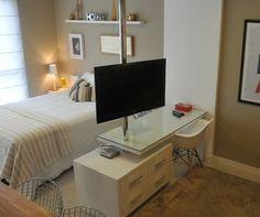 Suporte giratório TV para fixação no móvel e teto. Ideal para dois ambientes.