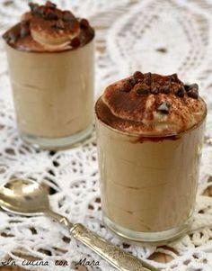 mousse di ricotta al caffè Great Desserts, Delicious Desserts, Sweets Recipes, Cooking Recipes, Mousse Dessert, Weird Food, Italian Desserts, Love Eat, International Recipes