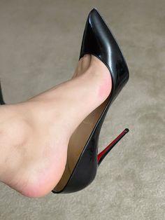 Beautiful High Heels, Gorgeous Feet, Sexy Legs And Heels, Sexy High Heels, Stinky Shoes, Pantyhose Heels, Christian Louboutin Heels, Leather High Heels, Female Feet