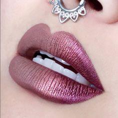 Labios metálicos para llamar la atención.  #Labios #Metalicos #Rosa