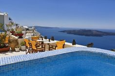 Iriana Apartments || Located in Fira, Iriana Apartments features air-conditioned rooms with free Wi-Fi. It offers spectacular views over the caldera and the volcano, while the main square is a 2-minute walk away.
