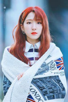 єυиѕєσ Kpop Girl Groups, Korean Girl Groups, Kpop Girls, Yuehua Entertainment, Starship Entertainment, Korean Girl Band, Bubblegum Pop, Kpop Hair, Air Force Blue
