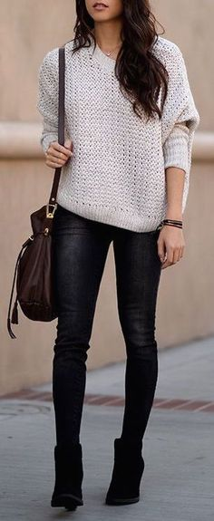 ❤ Grey sweater, black skinny jeans & booties, chovolate brown shoulder bag, brown bracelets