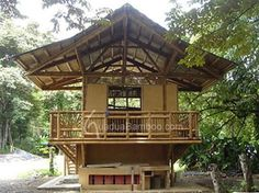 This beautiful Guadua bamboo house in Costa Rica, is located near Playa Sombrero at the Osa Peninsula. The bamboo house was designed and built by Costa Rican architect Mariela Garcia and her husband Steve Jurries. Bamboo Building, Green Building, Bamboo Architecture, Architecture Design, Houses In Costa Rica, Haus Am Hang, Bamboo House Design, Bamboo Structure, Bamboo Construction