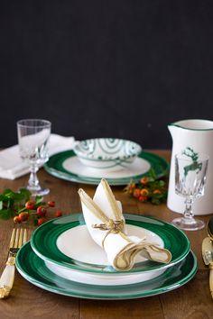Festlich und elegant lässt sich das Design Variation Grün mit dem Grünen Hirsch und Grüngeflammt kombinieren - handgefertigt seit 1492