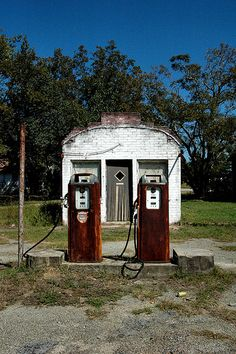 Twin City Graymont GA Emanuel County Mid-20th Century Gas Station Roadside Fuel Architecture Rusted Pump Pumps Pictures Photo Copyright Brian Brown Vanishing South Georgia USA 2010
