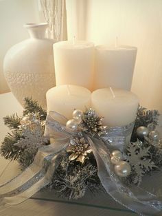 Christmas candle lights have been popular Christmas decorations for many years. Christmas Candle Decorations, Christmas Arrangements, Christmas Candles, Advent Candles, Coffee Table Christmas Decor, Elegant Christmas, Christmas Holidays, Christmas Wreaths, White Christmas