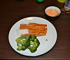 Broccoli Steaks with Crispy Tofu Fries and Sriracha Mayonnaise is a delicious vegetarian meal. #WeekdaySupper