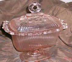 Ornate-Indiana-Lace-Edge-Pink-Candy-Dish-Fluted-Bowl-Lid-depression-glass