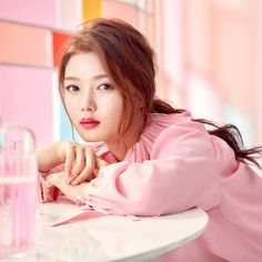 If you're looking for trending makeup in Korea, look no further! We've compiled a list of the most intriguing and beautiful makeup trends happening now. Makeup Trends, Beauty Trends, Kim Yoo Jung Photoshoot, Korean Beauty, Asian Beauty, Kim You Jung, Kim So Eun, Kim Min, Bold Makeup Looks