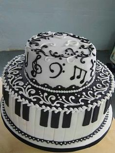 I LOVE the top layer with random music notes piped on instead of rice paper sheet music. keep it to the sides so the piano topper can go on to