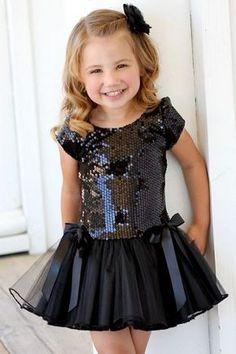 14 x 35 KB) – Es ist ein Mädchen – Verkesalamon Kids Frocks, Frocks For Girls, Little Dresses, Little Girl Dresses, Cute Dresses, Girls Dresses, Little Girl Fashion, Kids Fashion, Womens Fashion