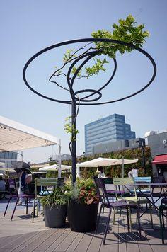 Ambientação e Sinalização Seibu Ikebukuro Landscape Structure, Landscape Elements, Landscape Architecture Design, Urban Furniture, Street Furniture, Japanese Gate, Plaza Design, Lighting Concepts, Pergola Canopy