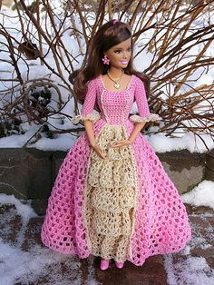 Discover recipes, home ideas, style inspiration and other ideas to try. Barbie Patterns, Doll Clothes Patterns, Clothing Patterns, Dress Patterns, Barbie Gowns, Barbie Dress, Barbie Doll, Crochet Barbie Clothes, Crochet Dolls