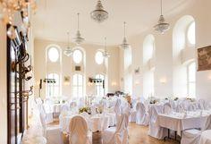 Schloss Purschenstein , http://www.purschenstein.de/de-de/hochzeiten/m-a-glicher-ablaufplan.htm Mit Ihrem/ Ihrer Zukünftigen reisen Sie für Ihr Hochzeitswochenende am besten am Tag zuvor an um alles entspannt angehen zu lassen. Sind sie sich mit dem Hochzeitstanz noch nicht so sicher – kommt gern eine Tanzlehrerin zu Ihnen. Ebenfalls kann Sie der Friseur und Make-up Artist zu einer Vorabsprache besuchen.
