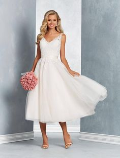 Alfred Angelo Signature Bridal Collection 2625 A Line Wedding Dress