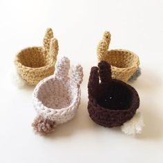 A super cute crochet pattern for Easter bunny egg cups – Knitting Ideas Easy Knitting Projects, Easy Knitting Patterns, Crochet Patterns, Crochet Easter, Cute Crochet, Knitting Needle Conversion Chart, Crochet Mignon, Easter Bunny Eggs, Crochet Motifs