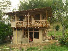 Construcción en guadua ubicado en la Vega Cundinamarca con acrílicos, vidrio, esterilla y guadua.