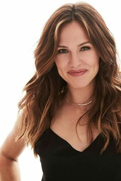 Jennifer Garner is my style inspiration. A beautiful soul! Jennifer Garner Elektra, Jennifer Garner Alias, Jen Garner, Jennifer Garner Style, Beautiful Celebrities, Beautiful Actresses, Great Hair, Glamour, Mannequins
