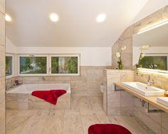 Haus FUTURE - Badezimmer - Fertighaus WEISS - Plusenergiehaus - Satteldach - bathroom - wellness