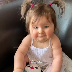 -Dmn😍 -'You can't Ignore her cuteness♥️😍 . Cute Kids Pics, Cute Baby Girl Pictures, Cute Baby Boy, Funny Videos For Kids, Cute Baby Videos, Twin Baby Photos, Cute Funny Babies, Cute Kids Photography, Cute Baby Wallpaper