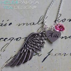 Enkelinsiipi Äiti sydänamuletilla ja pinkillä kristallisydämellä. Osta täältä http://www.helmipaikka.fi/tuotteet.html?id=20641/242217
