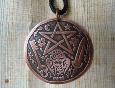 Medalha Cigana - Pentagrama, Coruja, Espada, Chave, Trevos - R$ 39,00