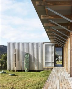 Off-the-Grid Island House in New Zealand Connects with the Outdoors