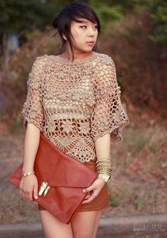 falda marrón de cuero de Urban Outfitters, ganchillo parte superior de lulu, tanque de azar por debajo, sobre de los asos de embrague de cuero, para siempre 21 brazaletes de oro, bombas panaderos thrifted, austin moda, estilo de la calle austin, austin texas