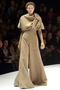 Alexander McQueen Fall 2004 Ready-to-Wear Fashion Show: Complete Collection - Style.com