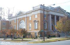 The Antebellum Inn is just a short walk to Georgia College.