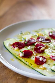 Zucchini Carpaccio mit roter Beete