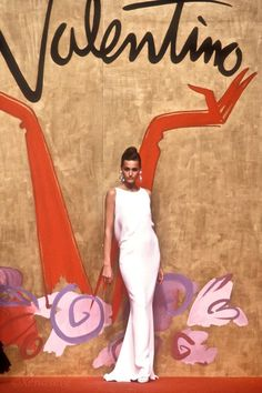 Runway Fashion, Fashion Beauty, Yasmin Le Bon, Elegant Man, Italian Fashion, Valentino Garavani, Catwalk, Asian Girl, Spring Summer