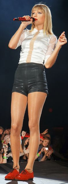 Taylor Swift beautiful and amazing in concert