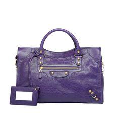 Más que un color, violeta.